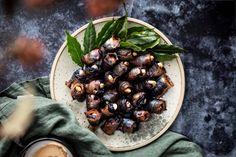 Švestky ve slanině Kitchenette, Blueberry, Fruit, Ethnic Recipes, Food, Alcohol, Berry, Essen, Meals