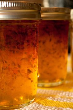 Spicy and sweet habanero-jalapeno jelly Spicy and sweet hot pepper jelly.what I tasted at Pe Jalapeno Dip, Jalapeno Jelly Recipes, Habanero Recipes, Jalapeno Pepper Jelly, Pepper Jelly Recipes, Jam Recipes, Canning Recipes, Mango Habanero Jelly Recipe, Home Canning