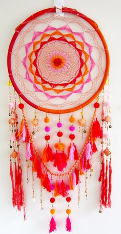 Boho dreamcatcher inspo for Dream catcher head board Dream Catcher Nursery, Dream Catcher Boho, Los Dreamcatchers, Boho Dreamcatcher, Dreams Catcher, Diy And Crafts, Arts And Crafts, Estilo Hippie, Ideias Diy