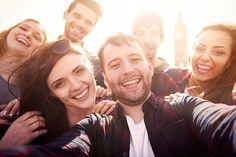 Lavoro: amici in affitto per selfie, pagati a 32 euro l'ora