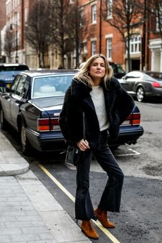 We've rounded up seven looks that'll inspire your off-duty weekend style. Accessorise a shirt dress with an oversized tote and statement earrings for an elevated laid-back look....