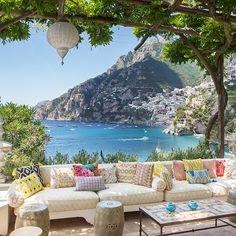 Like a painting! This amazing wedding venue, or honeymoon hotspot in Positano, Italy. Villa Treville.