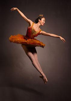 Les Grands Ballets | CASSE-NOISETTE / THE NUTCRACKER | Photo: Damian Siqueiros / zetaproduction.com | Danseuse/Dancer: Mahomi Endoh / www.grandsballets.com
