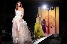 Preciosos vestidos de Alta Costura de Versace presentados este domingo en París