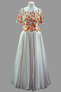 Cream chiffon skirt with bodice embroidered with poppies    Hardy Amies    Worn by Queen Elizabeth II for a reception in California during an Official Visit to Mexico and the United States of America, from February to March 1983. The bodice is embroidered with Californian poppies.