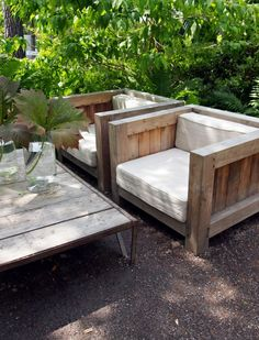 Pallets Outdoor Furniture I do not remember the link of original source, as you recognize, please let me know. Outdoor Wicker Furniture, Timber Furniture, Pallet Furniture, Garden Furniture, Furniture Design, Farmhouse Furniture, Outdoor Rooms, Outdoor Living, Outdoor Decor