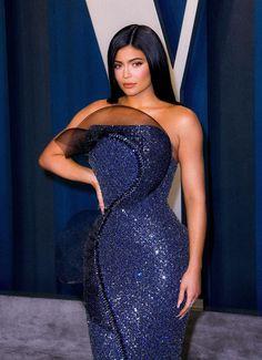 Mode Kylie Jenner, Kylie Jenner Photos, Looks Kylie Jenner, Kylie Jenner Outfits, Kyle Jenner, Strapless Maxi, Strapless Dress Formal, Travis Scott, Drew Scott