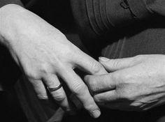 Les mains de ma mère, Budapest, 1919 (Andre Kertesz)