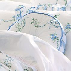 Sheridan Belmore Actil Cotton Cushion is all about a country floral of pretty posies and stunning garlands of field flowers.Vintage wash gives the bedding a soft time worn look and feel.