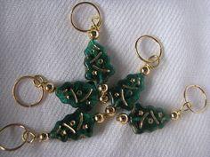 Stitch markers set of 5 green and gold christmas by KatKeRosCorner, $10.00