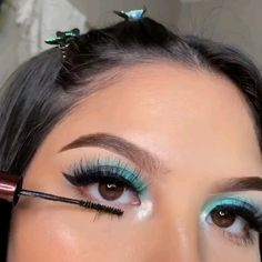 This is basically what my wedding makeup was with the chunky glitter ☺️ ❣️ By: Natural Eyeshadow Looks, Pink Eyeshadow Look, Simple Eyeshadow, Blending Eyeshadow, Makeup Eye Looks, Eyeshadow Ideas, Eyeliner Styles, No Eyeliner Makeup, Hair Makeup
