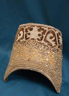 Кокошник (кичка). Сер.XIX в. Бархат, хб ткань, мишура.