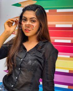 Reem Sameer Shaikh Photos: Reem Sameer Shaikh is an Indian television actress. Cute Girl Pic, Beautiful Girl Image, Stylish Dpz, Stylish Girl, Hd Wallpapers For Mobile, Mobile Wallpaper, Beautiful Girl Indian, Girls Dpz, Girl Photography Poses