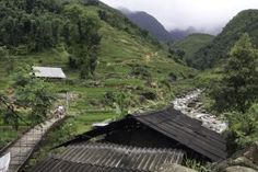 Travel this 4-day sapa trek vietnam, you will hike to such villages as Y  linh Ho village, seo mi ty village, den thang village, ta trung ho village, Nam tong village, nam toong village, thanh phu village. The tour starts and ends up in Sapa town (hanoi – laocai train tickets are separately provided by Lotussia Travel). Enjoy spectacular landscapes of the Hoang Lien mountain range and Hoang Lien national park; Unique culture, custom and way of living of the Hmong, Zao, Tay ethnics