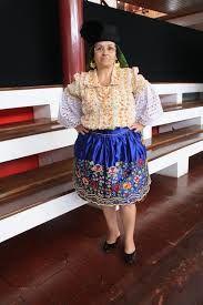 Resultado de imagem para O traje típico da Nazaré