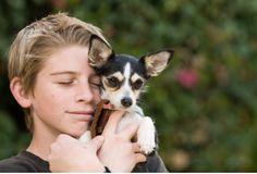The simple sensation of petting a dog can help reduce anxiety in kids! #HankWasWorried #icandoitmom #teachthemearly