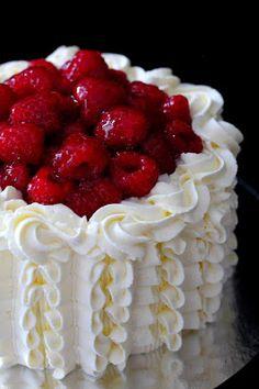 Kakkuviikarin vispailuja!: Perinteinen vadelma-kermakakku Desserts, Food, Deserts, Tailgate Desserts, Essen, Postres, Meals, Dessert, Yemek