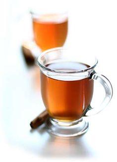 Lichte thee met bosvruchten bij Loes, donkere (bijna zwarte!) english breakfast thee bij Lau