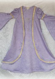 Vestido medieval de niña. Realizado en viscosa con pasamanería dorada.