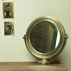[100€] Specchio da tavolo con cornice e basamento in acciaio ottime condizioni.  #magazzino76 #viapadova76 #milano #vintage #modernariato #antiquariato #design #industrialdesign #furniture #mobili #modernfurniture #design #oggettistica #pezzirari #arredo #arredodesign #stampe #quadri #oscartorlasco #torlasco #anni70