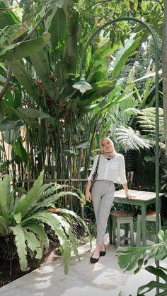 Modern Hijab Fashion, Street Hijab Fashion, Hijab Fashion Inspiration, Muslim Fashion, Casual Hijab Outfit, Ootd Hijab, Hijab Chic, Casual Outfits, Ootd Poses