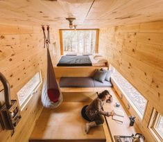 40 of the World's Top Cabin Getaways Getaway House. this is one of my favorite small house layouts Small House Layout, House Layouts, Tiny House Cabin, Tiny House Living, Container House Design, Tiny House Design, Getaway Cabins, Tiny House Movement, Small Spaces