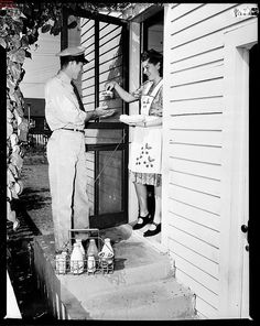The Milk Man. Brown was our milk man in Fairbury. Sweet Memories, Childhood Memories, 90s Childhood, Vintage Photographs, Vintage Photos, Vintage Tv, Wedding Vintage, Antique Photos, Old Pictures