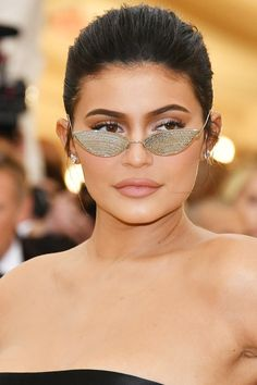 """This week, Forbes caused a bit of a stir by releasing a new cover story on Kylie Jenner. The title of the issue is """"America's Women Billionaires,"""" Kylie Jenner Twitter, Kylie Jenner Icons, Look Kylie Jenner, Kyle Jenner, Kylie Jenner Outfits, Kardashian Family, Kardashian Jenner, Emily Ratajkowski, Celebrities"""