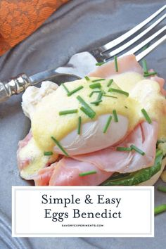 Simple Eggs Benedict tops toasted English muffins with wilted spinach Canadian bacon perfectly poached eggs and easy hollandaise sauce via savorycooking Mexican Breakfast Recipes, Brunch Recipes, Appetizer Recipes, Dinner Recipes, Easy Eggs Benedict, Eggs Benedict Recipe, Easy Hollandaise Sauce, Canadian Bacon, Breakfast Bites