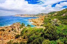 Die Motorradstrecke von Sardinien bis nach Korsika lockt mit einzigartiger Natur