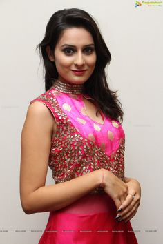 http://www.ragalahari.com/actress/78743/supermodel-nikitha-photos/image5.aspx