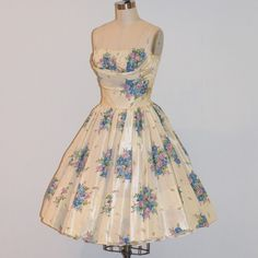 Vintage 50s Floral Dress <3 lol this would be an awesome swing dancing dress ^~^