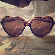 NWT Oversized Heart Shape Vintage Style Sunglasses Vintage hippie boho chic brown tortoise heart shaped sunglasses Brand new with tags. Asos free people nasty gal forever 21 Anthropologie inspired  Brandy Melville Anthropologie Accessories Sunglasses