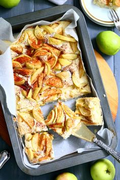 Helppo, pehmeä ja mehevä omenapiirakka (munaton, maidoton). Chicken Wings, Shrimp, Nom Nom, Deserts, Baking, Food, Bakken, Essen, Postres