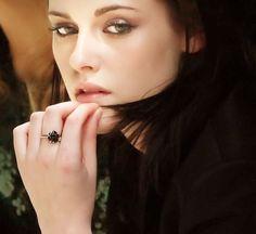 Kristen Stewart .... so beautiful!  :-)