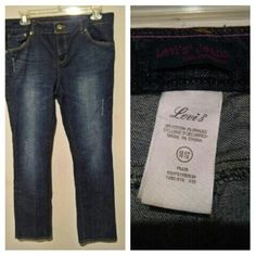 ?? Womens or Girls Size 18 1/2 Levi Jeans * These are originally Plus size little girls - Size 18 1/2. - I wore these as adult jeans when I was between sizes 5 - 9. ? They are used but are in great condition. ? Levi Strauss & Co. ? Skinny/Straight leg. Levi's Jeans Straight Leg