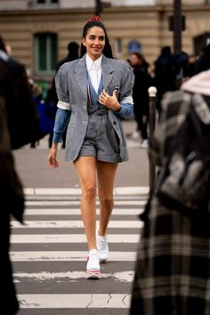 From prints on prints to statement outerwear to all those cool shoes, Paris Fashion Week street style is, once again, some of the best around. Cool Street Fashion, Paris Fashion, Fashion Photo, Autumn Fashion, Fashion Looks, Style Fashion, Autumn Street Style, Street Style Looks, Style Snaps