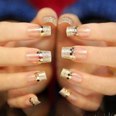 Stunning 30 Glam Wedding Nail Art for Bride Ideas Golden Nail Art, Golden Nails, Glitter Nail Art, Nail Art Diy, Cute Nails, Pretty Nails, Nail Stamper, Nagellack Design, Bridal Nail Art