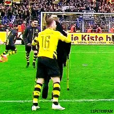 Lukasz jumping on crutches with Kuba~ and then there comes Olli XD Crutches, Soccer, Football, Sports, Cuba, Vfl Wolfsburg, Borussia Dortmund, Hs Sports, Crutch