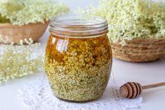 Med s bazovými kvetmi | Recepty.sk Elderflower, Summer Drinks, Homemade Gifts, Fresh Fruit, Preserves, Herbalism, Mason Jars, Honey, Canning