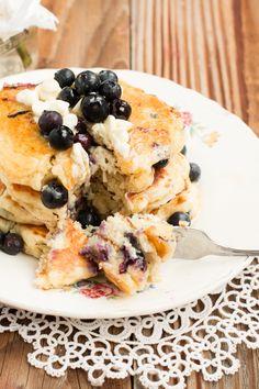White Chocolate Blueberry Pancakes - Oh Sweet Basil Blueberry Breakfast, Blueberry Pancakes, Blueberry Recipes, Savory Breakfast, Pancakes And Waffles, Sweet Breakfast, Breakfast For Kids, Breakfast Recipes, Buttermilk Pancakes