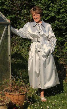 Rain Fashion, Rubber Raincoats, Rain Coats, Rain Wear, Capes, Satin, Texture, How To Wear, Cotton