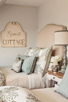 30 Best French Country Bedroom Decor and Design Ideas for 2021 Country Bedroom Design, French Country Bedrooms, Country French, Country Decor, Country Style, Farmhouse Style, Guest Room Decor, Bedroom Decor, Cama Box