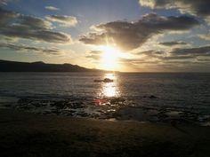 Puesta de sol en la Playa de Las Canteras, Las Palmas de Gran Canaria.  Sunset at Las Canteras Beach, Las Palmas de Gran Canaria.  Pic: Daniel Quintana