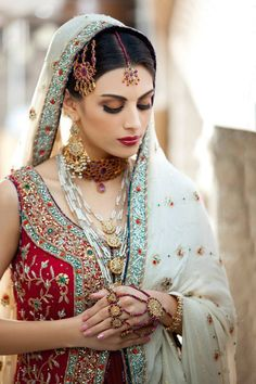 Everything related to indian fashion; whether it be bridal or casual. Indian Bridal Wear, Asian Bridal, Indian Wear, Bride Indian, Indian Weddings, Desi Bride, Desi Wedding, Wedding Bride, Pakistan Bride