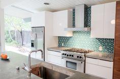Fireclay Tile Backsplash for Eichler Kitchen Eichler Haus, Interior Design Portfolios, Fireclay Tile, Mid Century Modern Kitchen, New Kitchen, Kitchen Ideas, Kitchen Magic, Kitchen Designs, Kitchen Island