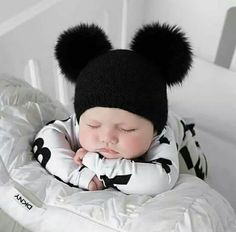 9 Ultimate Tips For A Newborn Baby Photoshoot With Spyne Cute Baby Girl Pictures, Baby Boy Photos, Newborn Baby Photos, Cute Baby Boy, Cute Little Baby, Cute Baby Clothes, Little Babies, Baby Love, Cute Kids