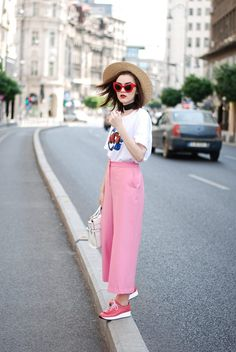 New how to wear pink shoes pants Ideas Black Jeans Outfit, Jeans Outfit Summer, Summer Jeans, Summer Outfits, Pink Jeans, Jean Outfits, Dress Outfits, Pink Wide Leg Trousers, How To Wear Loafers