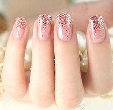 Kim Kardashian - Midweek Manicure Glitter Ombre Nails