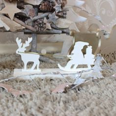 White-wooden-father-Christmas-Santa-sleigh-and-reindeer-Rudolf-decoration-home 12e